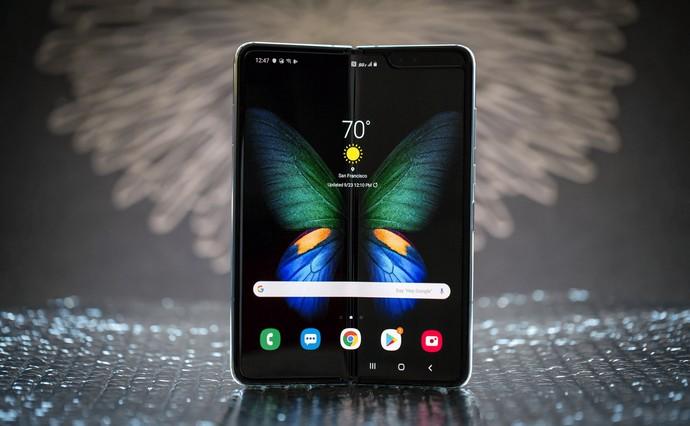 Samsung Galaxy Fold в Украине: подробно о новинке и ее цене+видеообзор